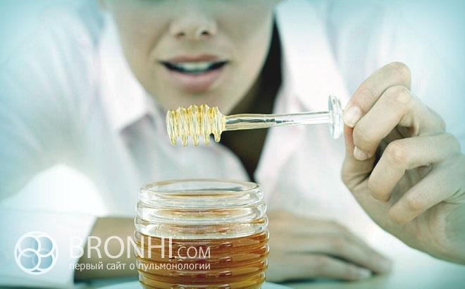 Мед при лечении бронхита